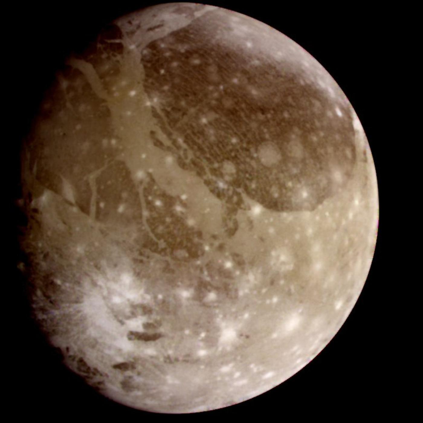 Ганимед — спутник Юпитера, крупнейший спутник в Солнечной системе. Ганимед состоит из примерно равного количества силикатных пород и водяного льда.