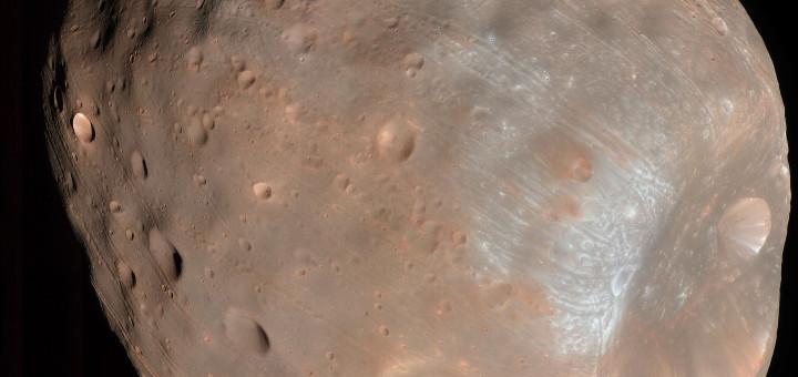Спутник Марса —  Фобос.  Credit: NASA/JPL-Caltech/University of Arizona