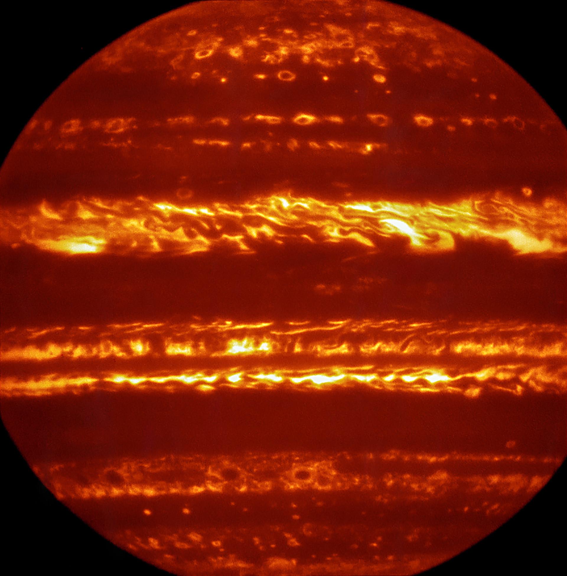 Телескоп VLT получил сверхчеткие фотографии Юпитера
