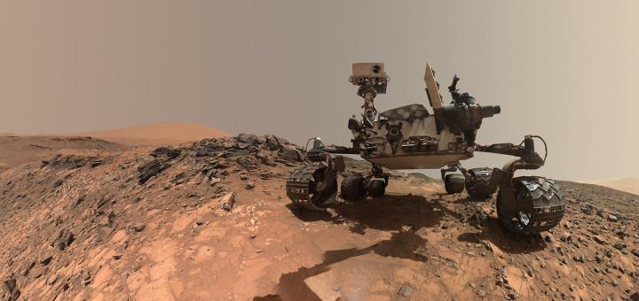Селфи марсохода «Curiosity», сделанное 5 августа 2015 года на Марсе в месте под названием «Оленья кожа». Credits: NASA/JPL-Caltech/MSSS
