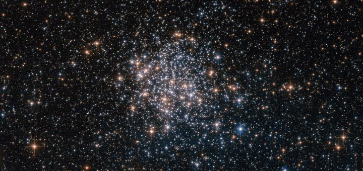 Шаровое скопление NGC 1854 в Большом Магеллановом Облаке. Credit: ESA/Hubble & NASA