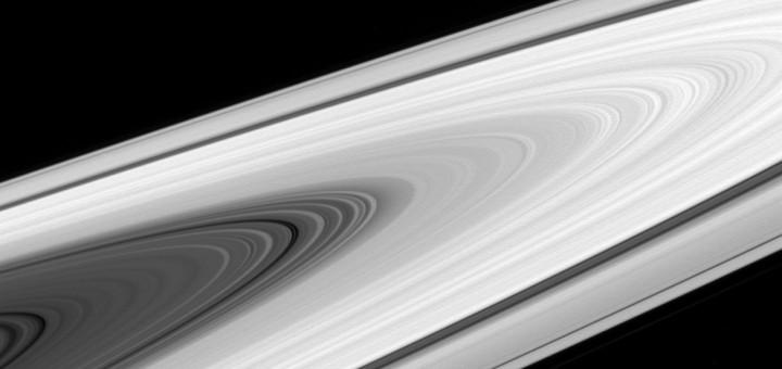 Кольца Сатурна, Диона и Эпиметей.  Credit: NASA