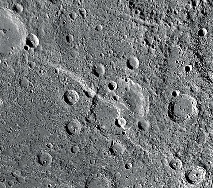 Разломы на поверхности Меркурия указывающие на наличие тектоники в его недрах. Credit NASA JHUAPL  Carnegie Institution of Washington