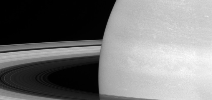Мимас на фоне колец Сатурна. Credit: NASA/JPL-Caltech/Space Science Institute