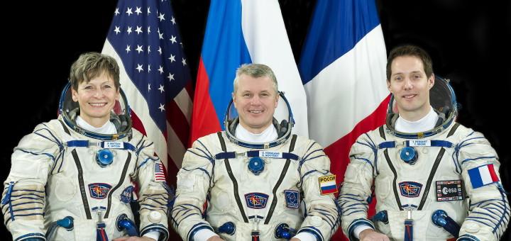 Слева направо: Пегги Уитсон, Олег Новицкий, Тома Песке. Credit: РОСКОСМОС