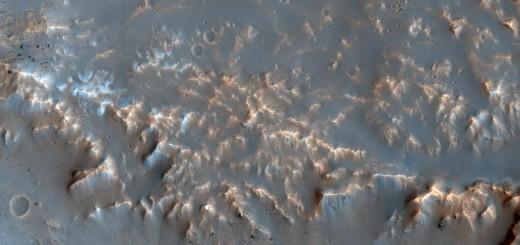 Хорошо сохранившиеся ударные выбросы материала на Марсе. Credit: NASA