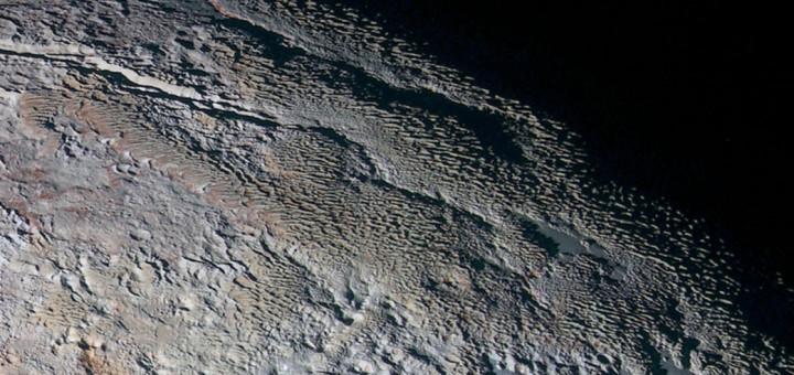 Ледяной рельеф области Tartarus Dorsa на Плутоне. Credits: NASA/JHUAPL/SwRI