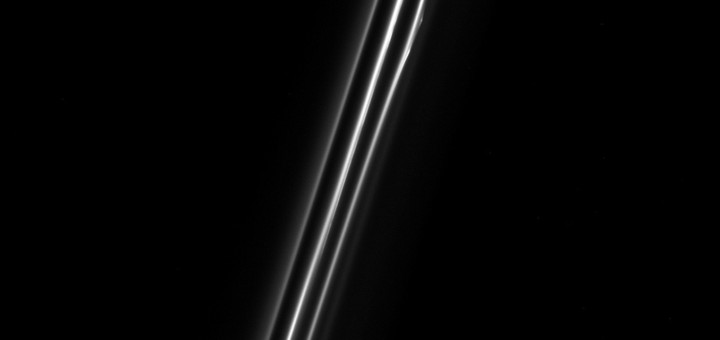 Кольцо F. Credit: NASA/JPL/Space Science Institute