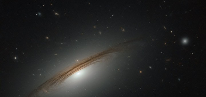 Галактика UGC 12591. Credit: ESA/Hubble & NASA