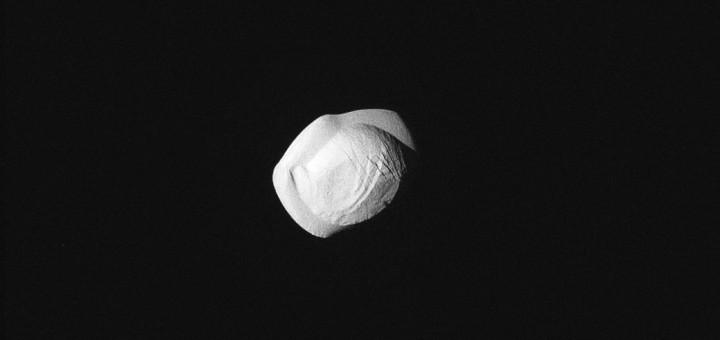 Спутник Сатурна Пан. Credits: NASA/JPL-Caltech/Space Science Institute