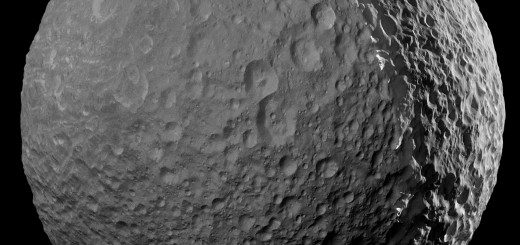 Самый детальный снимок спутника Сатурна Мимаса. Credit: NASA/JPL-Caltech/Space Science Institute