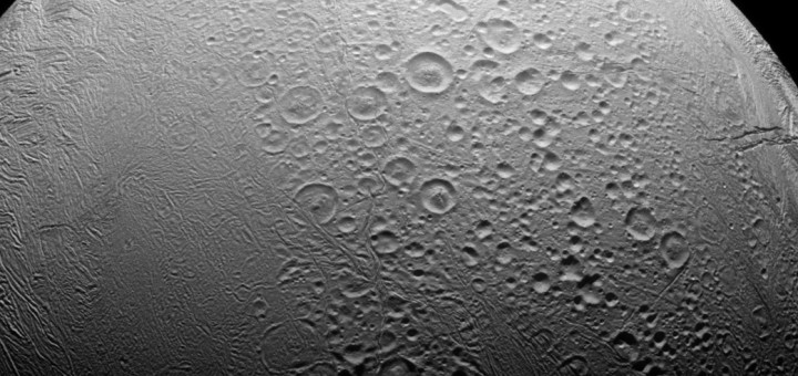 Северное полушарие Энцелада. Credit: NASA/JPL-Caltech/Space Science Institute