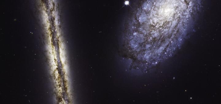 Космический телескоп «Hubble» запечатлел спиральные галактики NGC 4302 (слева) и NGC 4298 (справа) в видимом и инфракрасном свете. Credits: NASA, ESA, and M. Mutchler (STScI)