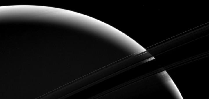 Тонкая грань Сатурна. Credit: NASA/JPL-Caltech/Space Science Institute
