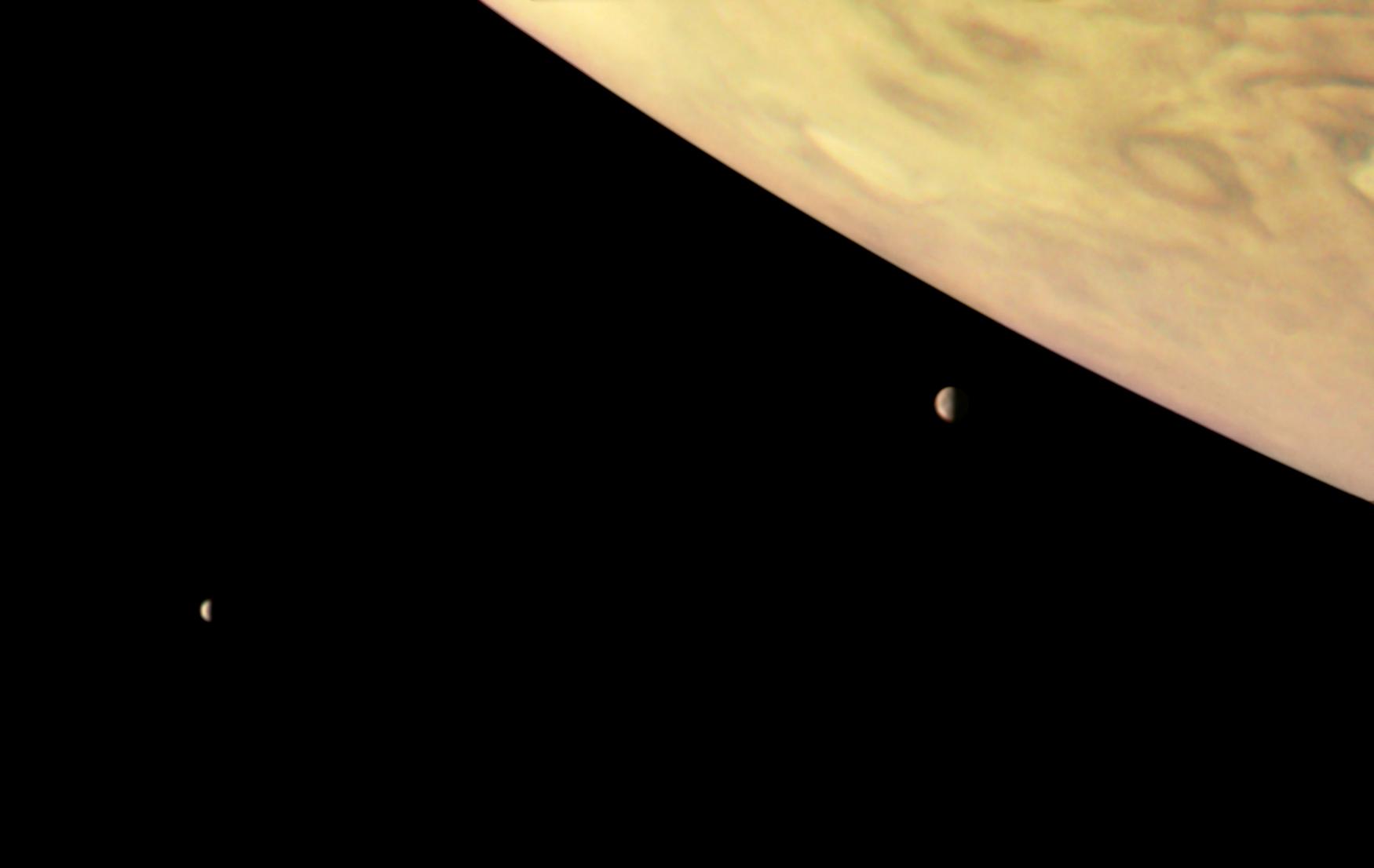 Ученые NASA опубликовали новые фотографии Юпитера иего спутников