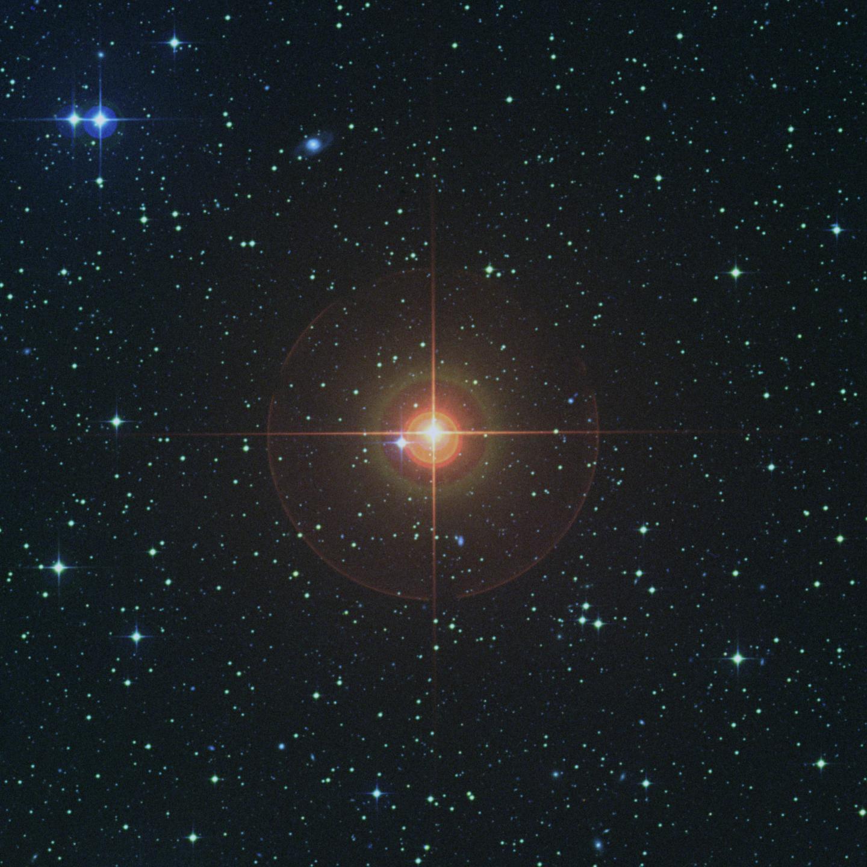 Ватмосфере стареющей звезды смассой Солнца происходят массивные толчки— Астрономы