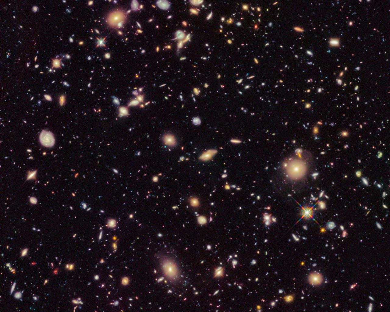 Астрономы изучили свойства самых далеких и старинных галактик