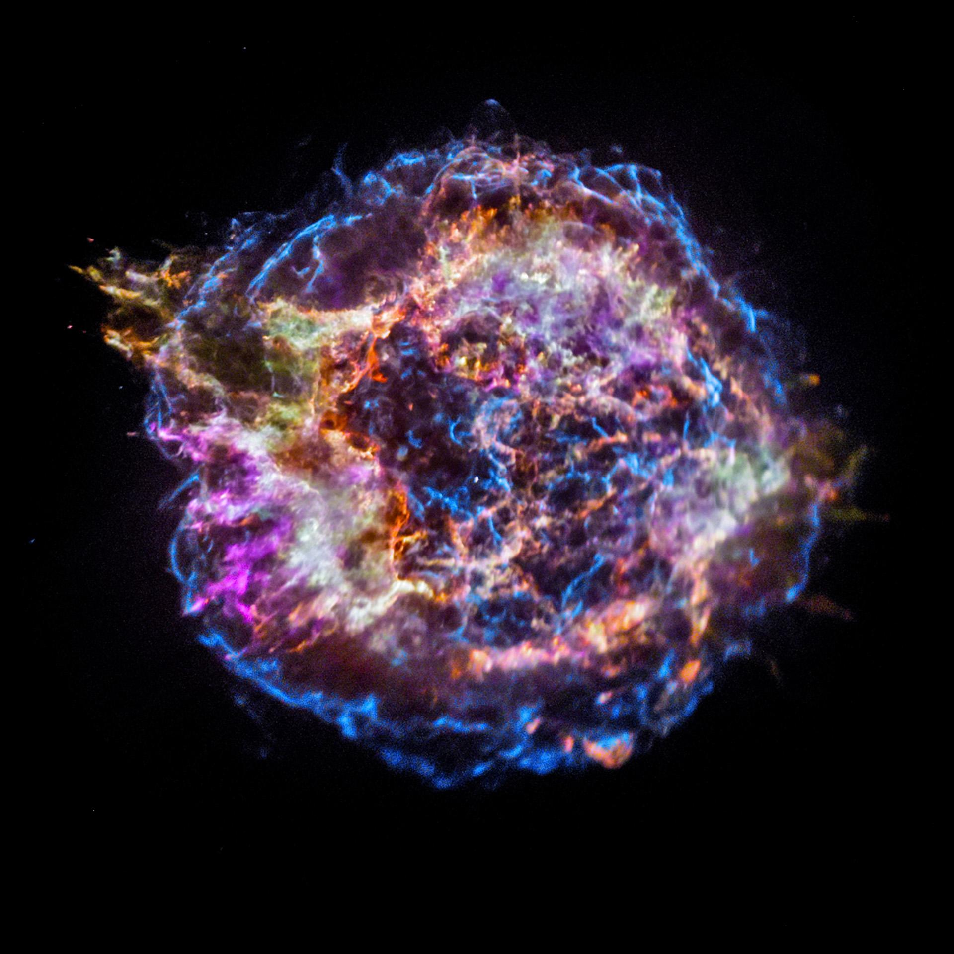 Портрет остатка сверхновой Кассиопея А полученный рентгеновской обсерваторией Chandra. Credit NASA  CXC  SAO