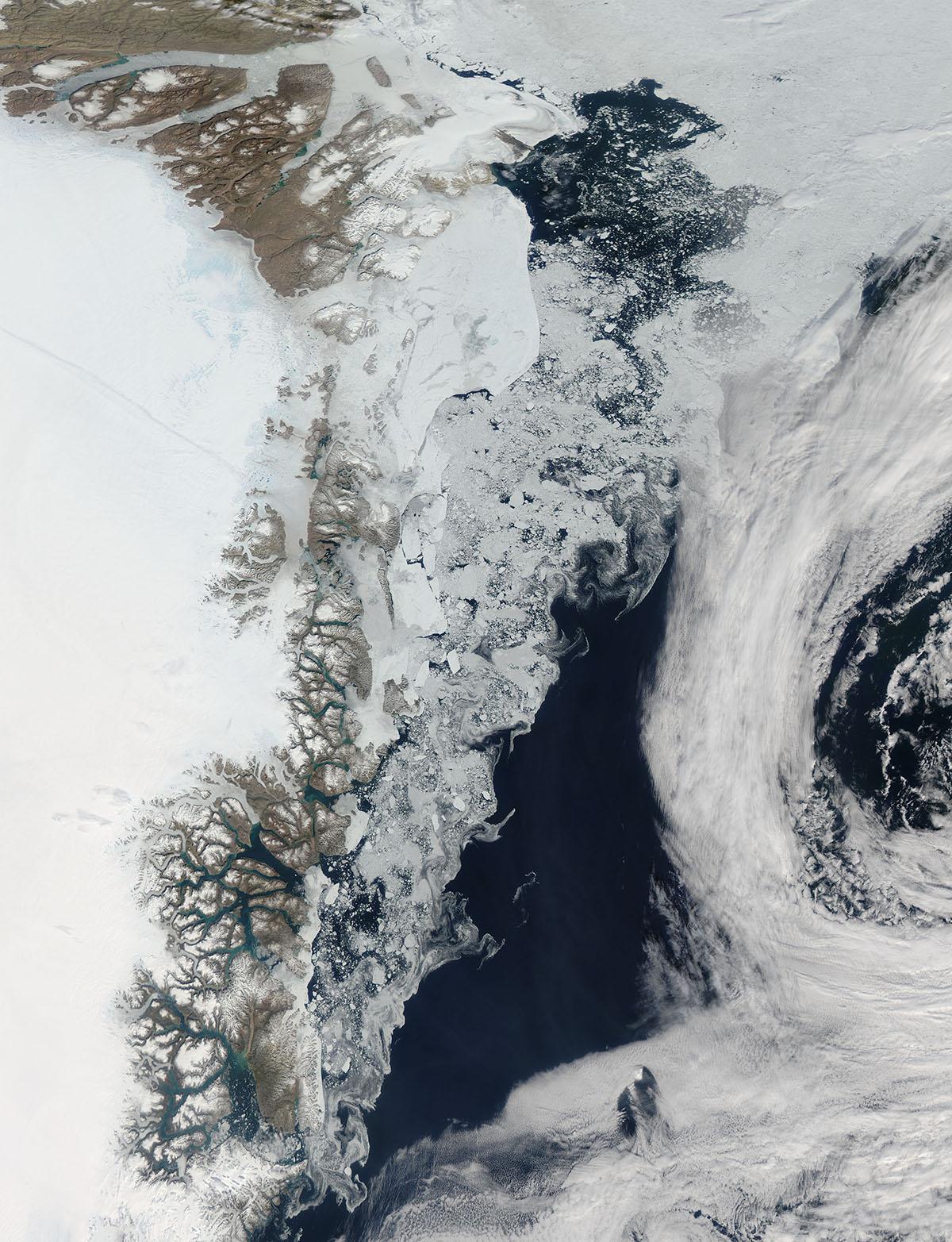 Гренландское море — часть Северного Ледовитого океана, расположенная между Гренландией, Исландией, Шпицбергеном и островом Ян-Майен. Общая площадь моря составляет около 1 205 000 км², средняя глубина — 1444 м, наибольшая глубина — 5527 м