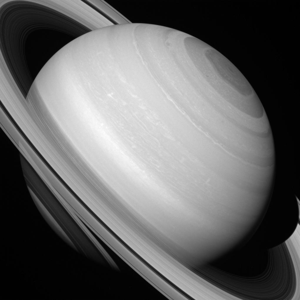 cassini-foto-saturn-iz-kosmosa