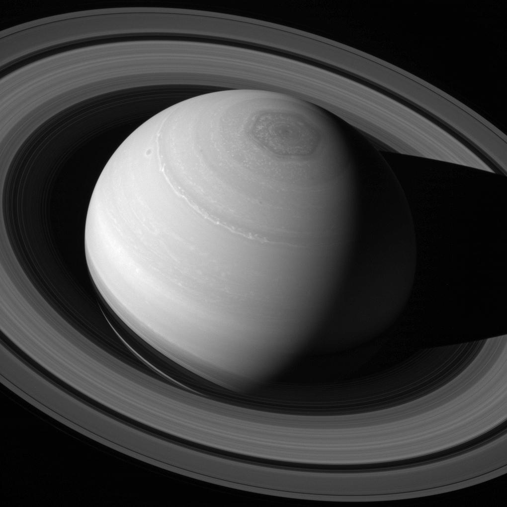 cassini-saturn-iz-kosmosa-foto