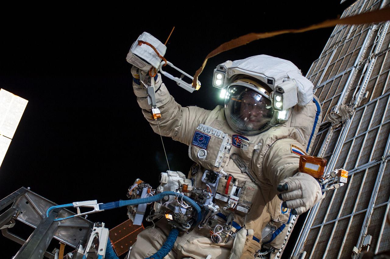 Жители России выйдут воткрытый космос вновых скафандрах