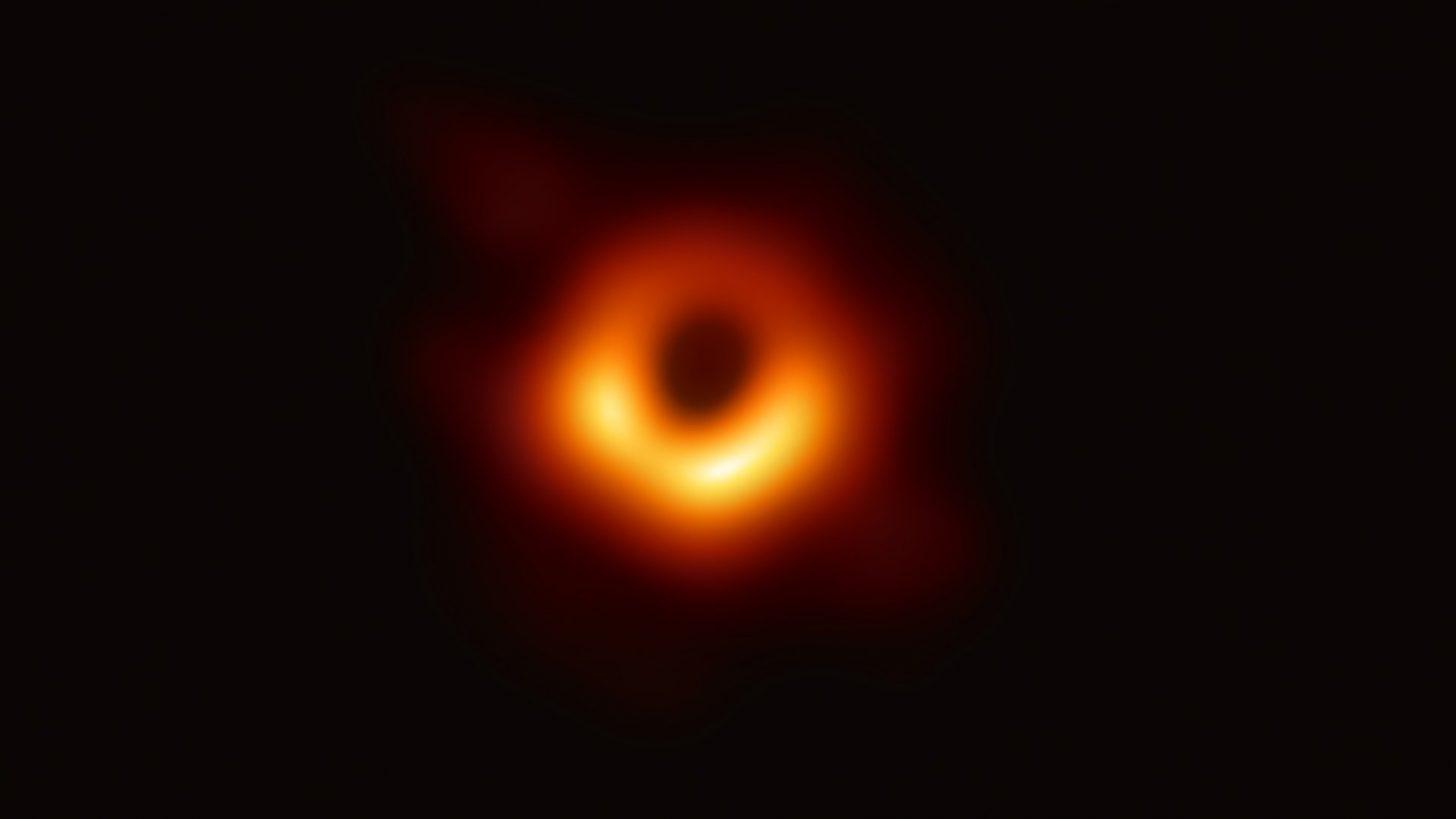 Фотография сверхмассивной черной дыры в галактике Messier 87. Credit: Event Horizon Telescope