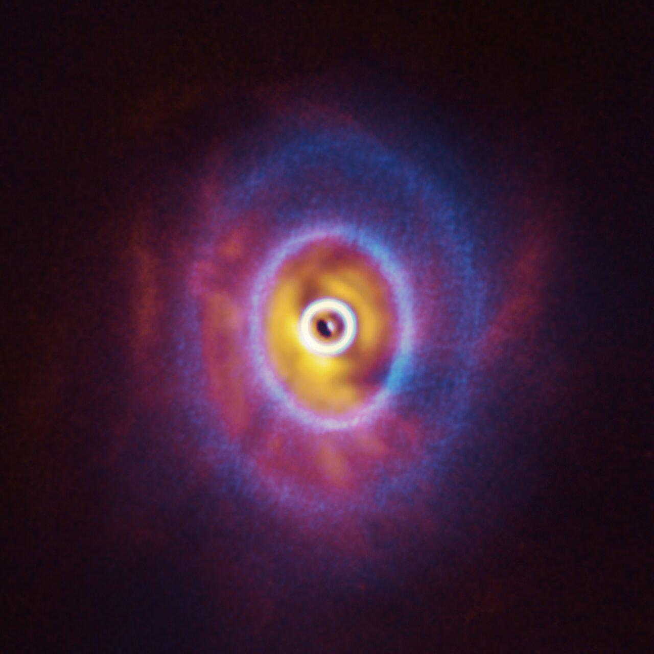 Изображения GW Ori полученные на ALMA и SPHERE. Credit ESO  Exeter  Kraus et al. ALMA